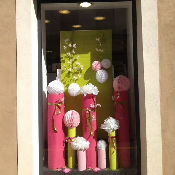 Pinterest Decoration VITRINE PRINTEMPS  Décoration florale ...