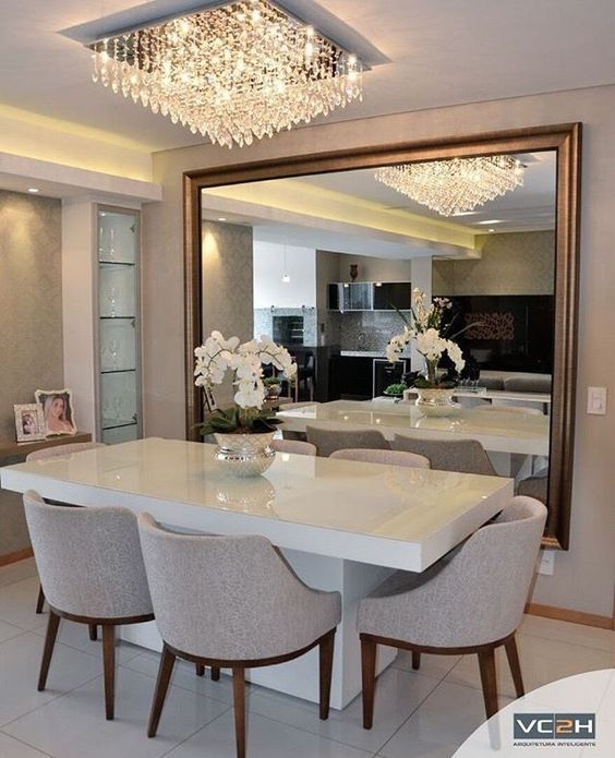 Glamor and sophistication all in one project. Do you want a dining room color like this? Take a look at the board and let you inspiring! See more clicking on the image. #ideasdesalas