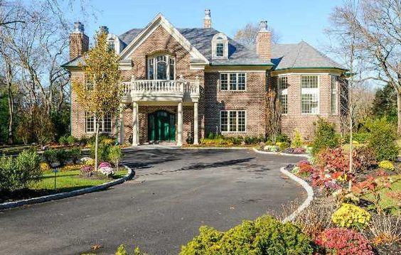 7,000 Square Ft Brick Manor Home. #DonnamarieChaimanis #Muttontown #GoldCoast #GoldCoastRealtor #iSellHomes #MillionDollarListings #NassauCounty #LongIsland #Realtor #RealEstate #LuxuryHomes #LuxuryListings #DreamHome #DreamHouse