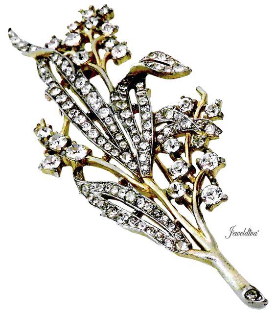 Vintage Collectible Signed Trifari Clear Rhinestone Floral Pin-Fur Clip http://www.jeweldiva.com/vintage-collectible-signed-trifari-clear-rhinestone-floral-pin-fur-clip.html