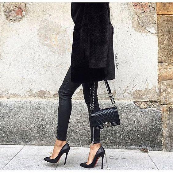Faux fur ➕ Leather || All black ♣️ • Coat #zara #zaradaily • Leather pants #aninebing • Boy bag #chanel • Heels #loubies #LouboutinWorld • @olaizolav