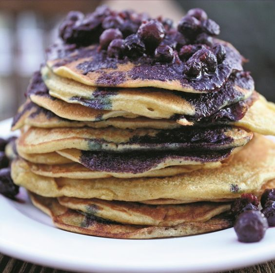 These Zesty #GlutenFree Orange Pancakes w/ Wild Blueberry-Orange Sauce will make any Monday better!!