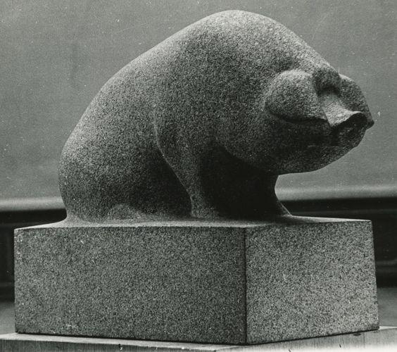 ANIMĀLIJA Teodors Zaļkalns.  Cūka. 1937. Granīts.:
