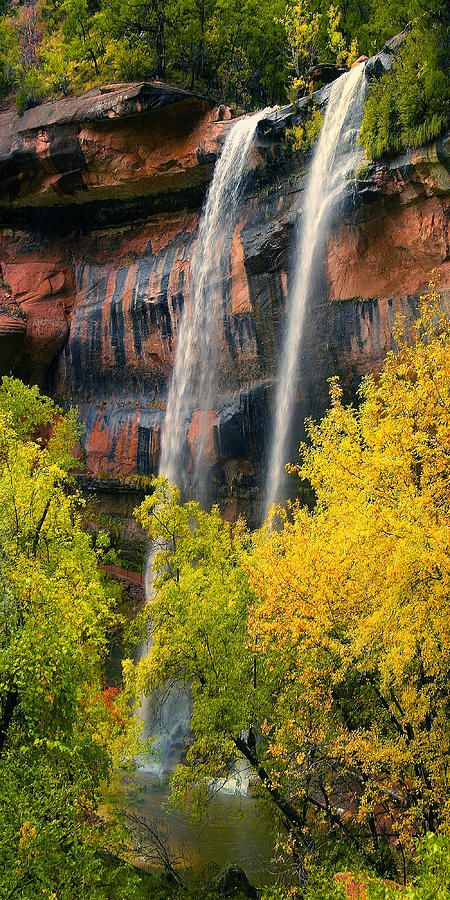 ✮ The Emerald Pools are a series of 3 beautiful pools fed from Heaps canyon above - Zion National Park