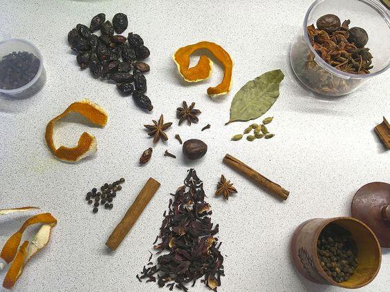 Специи для приготовления глинтвейна. Фото: Evgenia Shveda