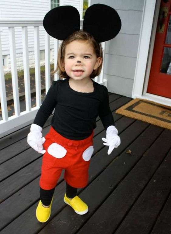 Cute homemade Mickey Mouse halloween costume idea and 14 other DIY halloween costume ideas for kids on www.moralfibres.co.uk