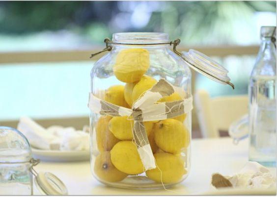 Easy decorating #lemons #jar #table #decor