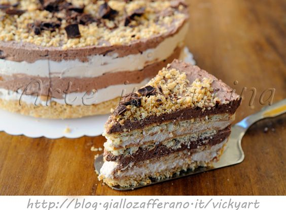 Torta di biscotti al cioccolato e caffe fredda, ricetta golosa, torta gelato, mattonella panna e cioccolato, caffè, dolce dopo pranzo o cena, dolce senza forno