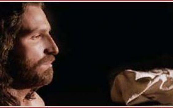 La Resurrezione secondo Mel Gibson Se era stato facile far condannare Gesù perché era ebreo, sarebbe stato difficile far condannare dei soldati romani. I responsabili morali dell'uccisione di Gesù furono dunque costretti a scegliere l #melgibson #pasqua #resurrezione