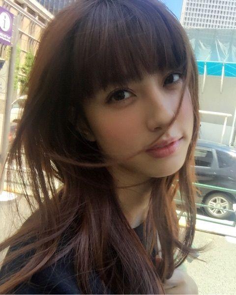 髪が風になびく愛甲千笑美