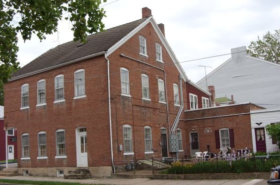 Apprill S Wine Valley Suites In Historic Hermann Mo Suites To Accommodate Three People House Styles Hermann Suites