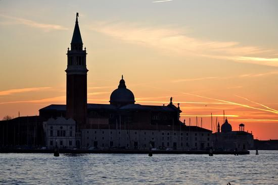 Venezia---Would love to take my mother there...her dream :)