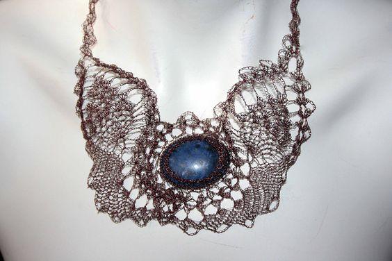 {crocheted necklace with lapis lazuli}  Colier cu lapis lazuli (100 LEI la GeoShop.breslo.ro)