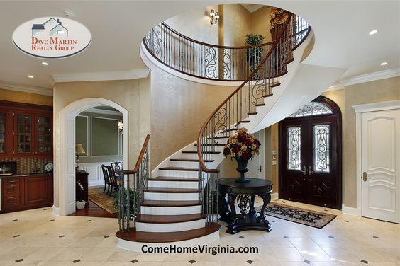 Luxury Home Interior Foyer Spiral Staircase