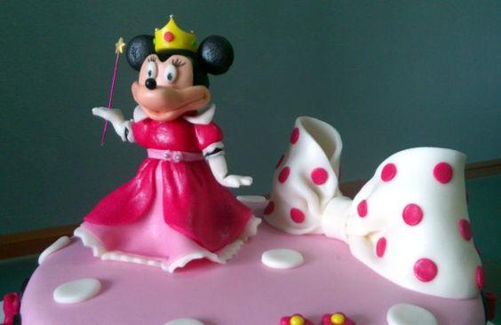 Tarta Princesa Minnie Mouse 3 | De Perla's | Tartas fondant personalizadas en Málaga