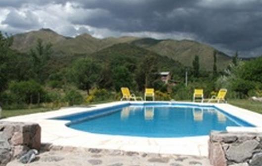 EL CIERVO en La Cumbre, Córdoba Disponibilidad y fotos: http://encontratucabana.com.ar/PerfilComplejo.aspx?complejo=239