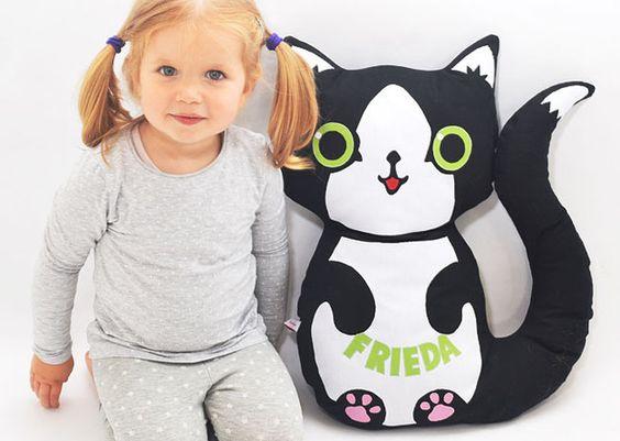 Kuscheltiere - Kuscheltierkissen Katze mit Namen - ein Designerstück von josefines-kinder bei DaWanda