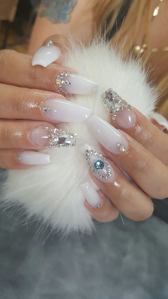 Swarovski nails gorgeous! | nail art ideas | nude nails | ideas de unas | ongles | acrylic nails | gel nails