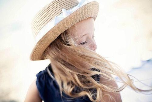 Então descobri, que aquele vento que serenou meu coração, e soprou pra longe minha tristeza, se chama amor. Rosi Coelho***