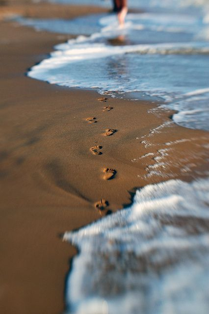 Footprints in the sand. Click to shop Matthew Williamson beachwear.