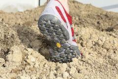 #Natural #Running leicht gemacht! Bei #professionell trainierenden Läufern und Idealisten zählte die Barfußeinheit schon immer zum Trainingsbestandteil. Um das #Risiko an #Schnittverletzungen gering zu halten, wurde auf Laufbahnen und #Rasenflächen trainiert.