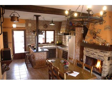 Cocina y comedor de las casas verde y marron casa - Decoracion rural interiores ...