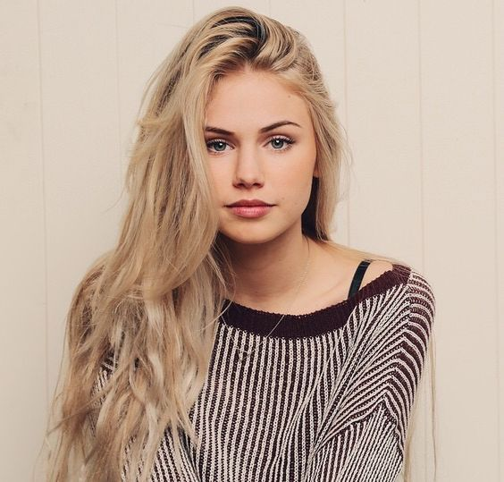 {Scarlett Leithold} Hey, I'm Lindsey Stump, my brother is Patrick, lead singer of Fall Out Boy. I love listening to his music from the pre hiatus days, his soul punk era, and the post hiatus. (WIP)