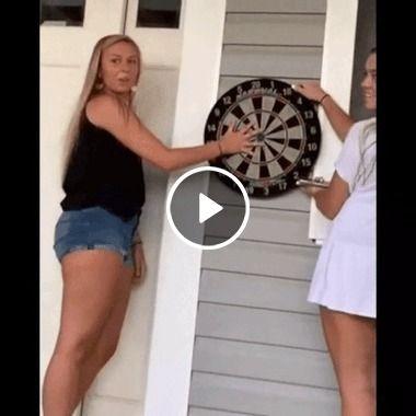 Garotas girando a roleta