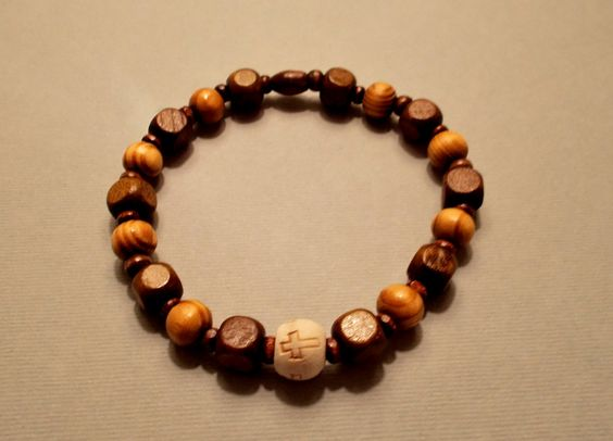 Men's Burly & Cube-shaped Brown Wood Cross Stretch Bracelet by SoFineDesigns…