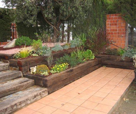 Jardineras con traviesas exterior jardin pinterest for Jardineras de madera para exterior