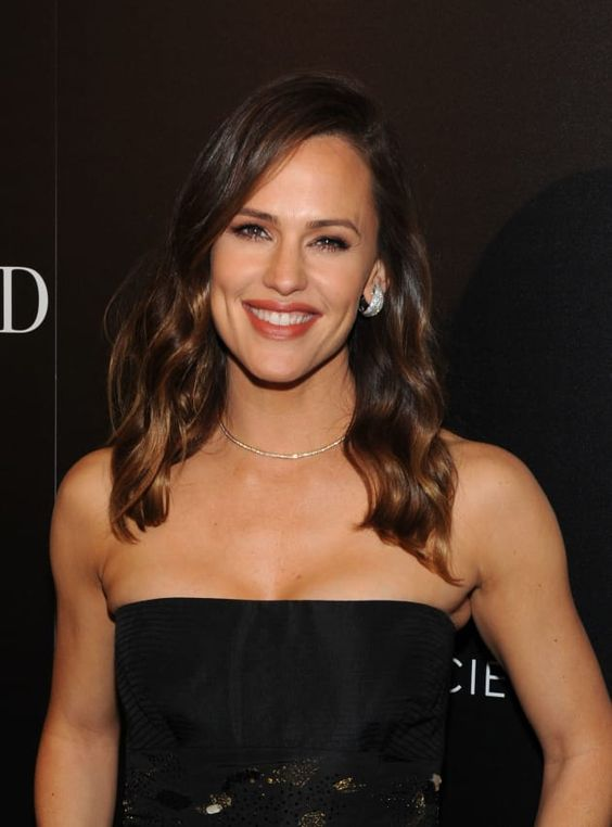 "Jennifer Garner (Kindly) Lashes Out at People Magazine, Sets ""Record Straight"""
