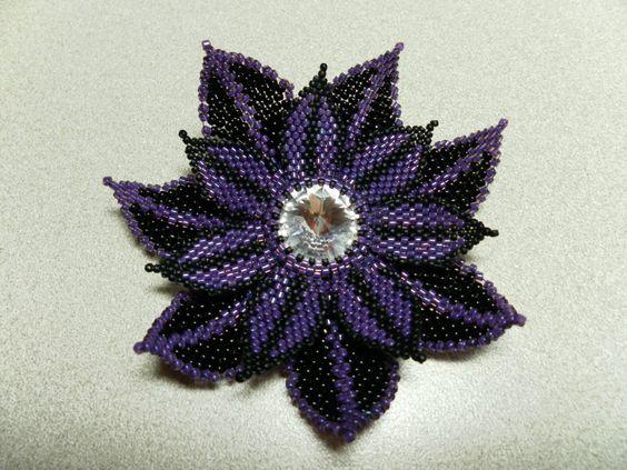Flower based on Melanie Colburn's design from Bead & Button!