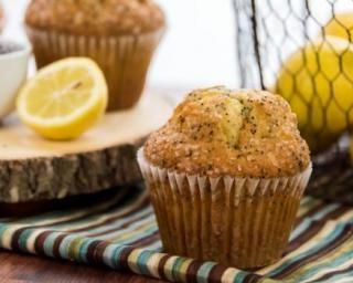 Muffin au thé vert, citron et graines de pavot minceur spécial bronzage au top : http://www.fourchette-et-bikini.fr/recettes/recettes-minceur/muffin-au-vert-citron-et-graines-de-pavot-minceur-special-bronzage-au-top