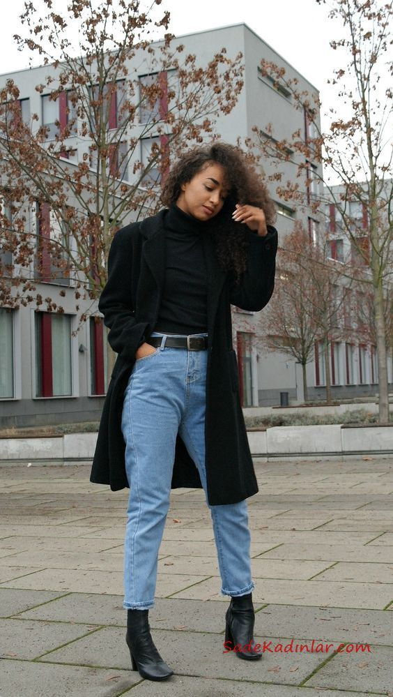 2020 Mom Jean Kombinleri Mavi Mom Jeans Siyah Bogazli Kazak Siyah Kase Kaban Ankle Bot Tarz Moda Moda Stilleri Stil Kiyafetler