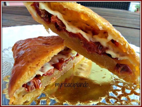 Empanada de tomates cherry, oregano y queso