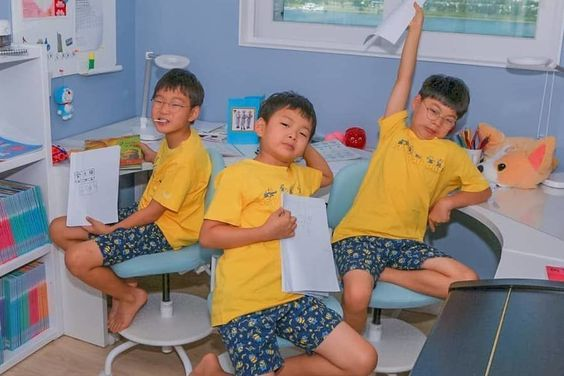 Song Triplets Get Their Creative Juices Flowing In Fun Update From Song Il Gook