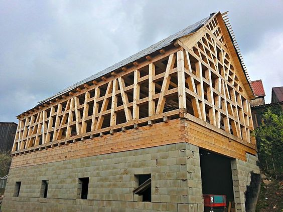 File:Fachwerkhaus Fachwerk (timber framing) under construction in 2013, Tirschenreuth.: