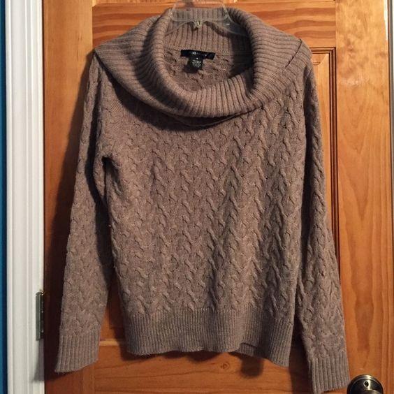 Beige Turtle Neck Beige/Tan Turtle Neck Sweater. In excellent, like new condition. Sweaters Cowl & Turtlenecks