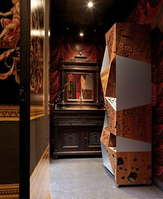 Haus modern stilvoll einrichten Schrank Spiegel klassische Möbel