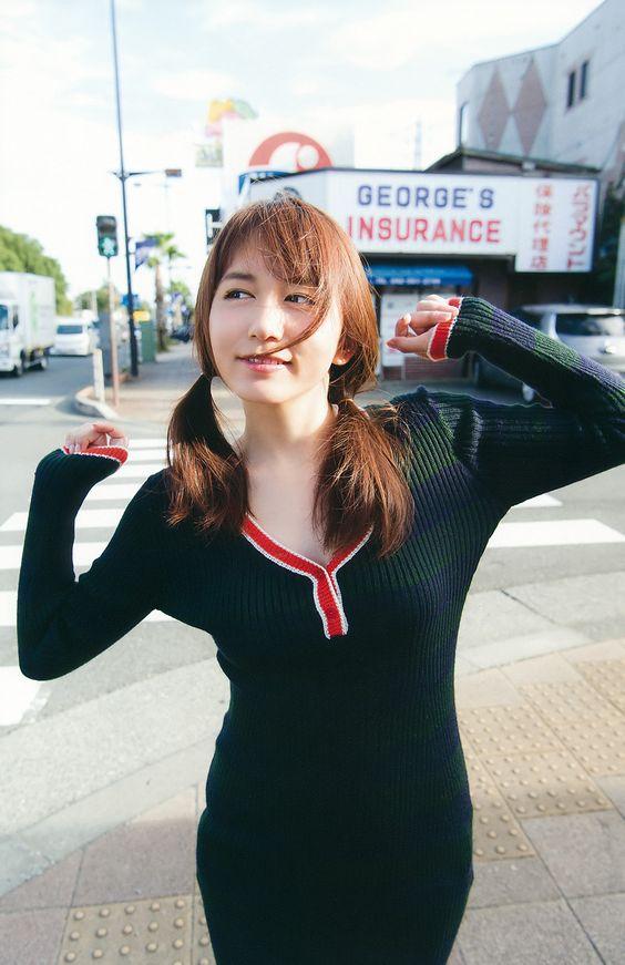 街を歩く大場美奈