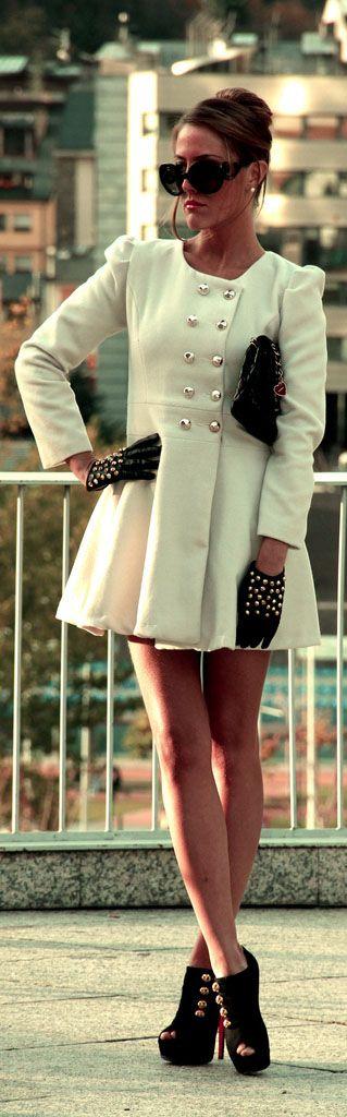 Coat Overcoat: coosy : https://www.coosy.es Shoes: Christian Louboutin :  Handbag: Chanel :  Gloves: Zara : Shorts: Zara :  Glasses: Prada