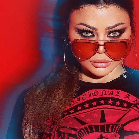 طريقة وضع مكياج شرقي مستوحى من اطلالة هيفاء وهبي في رمضان 2020 مجلة هي فاجأتنا اطلالة هيفاء وهبي في رمضان 2020 مع اخت Mirrored Sunglasses Sunglasses Glasses