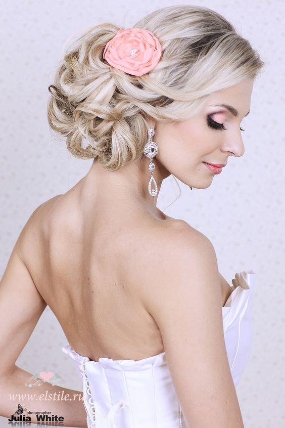 Wedding Hairstyle: Updo with neutral make-up Musik für Ihre Party an der Ostsee in Mecklenburg-Vorpommern übernehmen wir gerne. Kontakt unter http://www.dj-mv.com