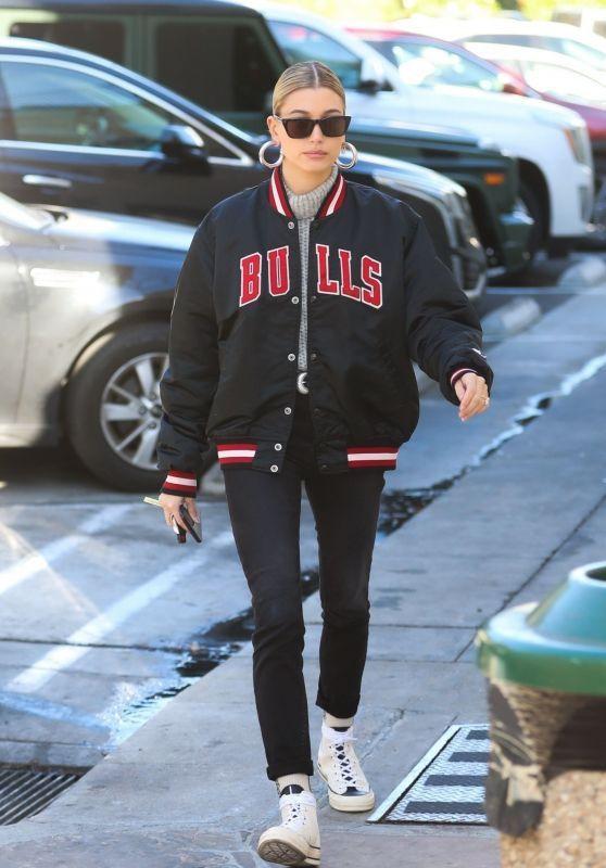 Hailey Rhode Bieber Street Style 01/02