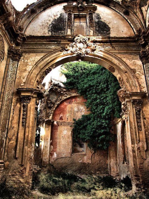 Elegantes ruínas de um rico passado …