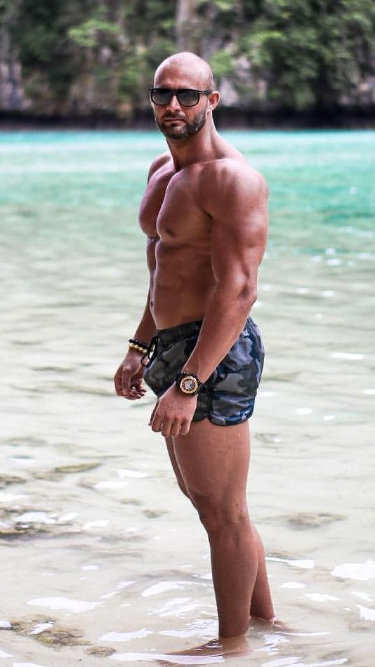 Pin By Hugo Suarez On Athletes Actors Models In 2019 Muscle Men