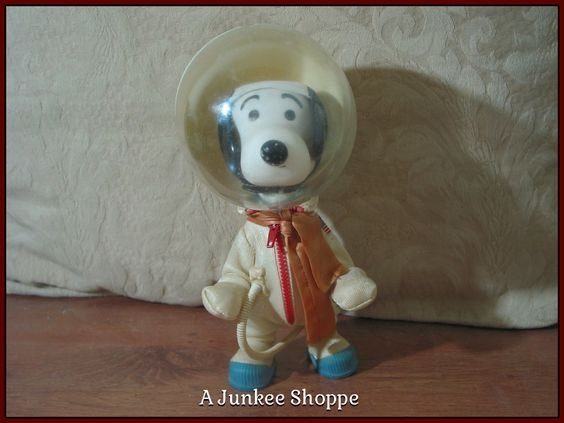 SNOOPY The Dog Peanuts Character Charlie Browns Pet 1969 Astronaut Doll Figure Junk 938  http://ajunkeeshoppe.blogspot.com/