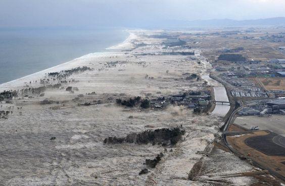 Tsunami im März 2011 an der Westküste Japans