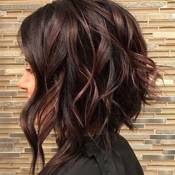 45 Stilvolle Frisuren Mittellang Stufig In 2020 Stilvolle Frisuren Frisur Ideen Haare