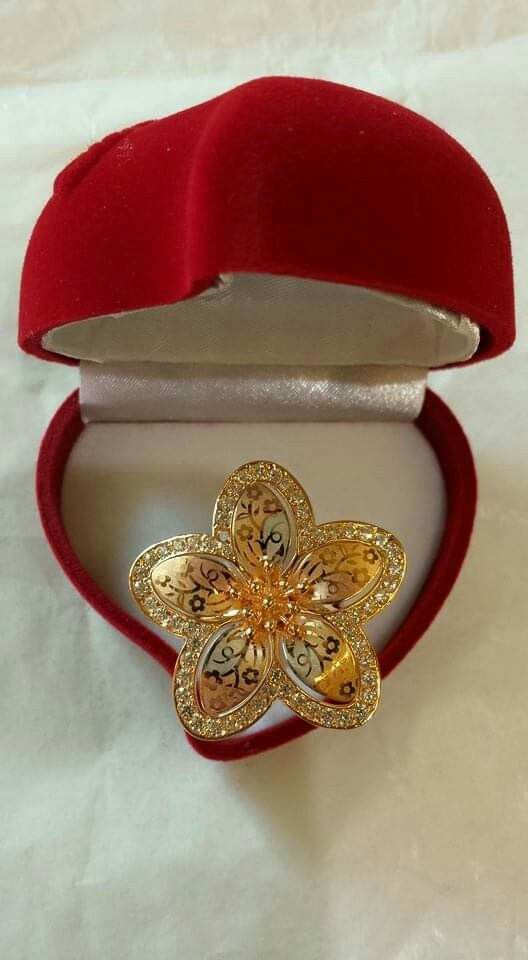 Pin By Alaa Alaa On Jewellery In 2021 Gold Ring Designs Ladies Gold Rings Gold Earrings Designs